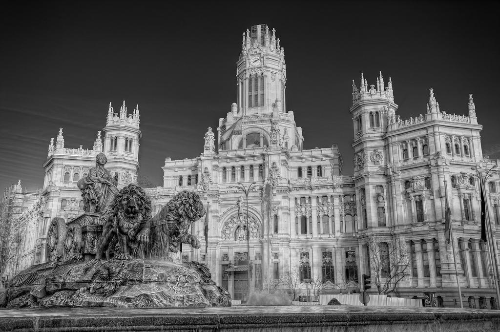 Madrid castellano en castilla spanish immersion in spain for Edificio correos madrid